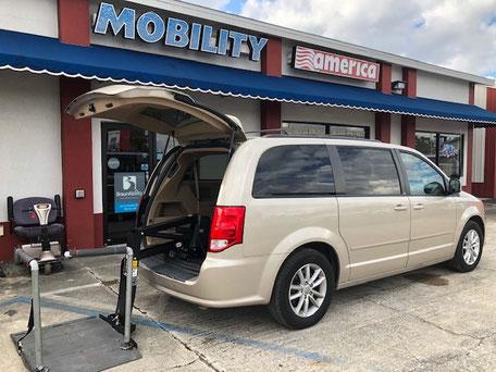 2014 Dodge Caravan Braunability Van