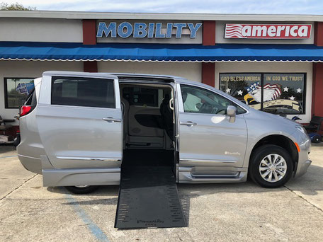 2018 Chrysler Wheelchair Vans