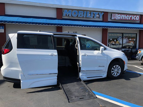 2018 Chrysler Pacifica Wheelchair Vans