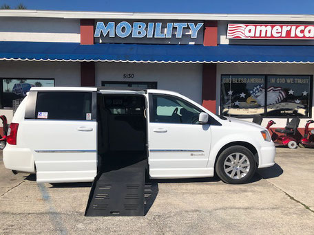 2014 Chrysler Wheelchair Vans