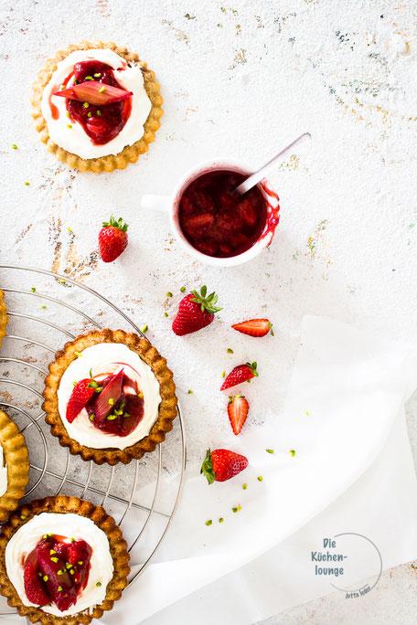 Erdbeertartelettes mit Rhabarberkompott