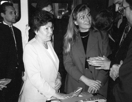 Naina Jelzina, Ehefrau des ehemaligen Präsidenten Boris Jelzin, bei einem Besuch in Hamburg, 1994