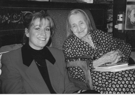 Anastasija Zwetajewa, Schwester der berühmten Dichterin Marina Zwetajewa, in ihrer Moskauer Wohnung, 1993