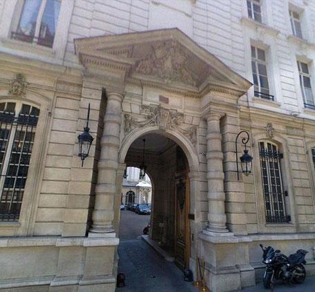 L' ENTREE DU 33 RUE DU FAUBOURG SAINT HONORE  75008 PARIS