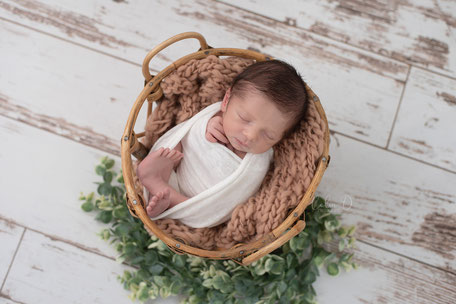 Séance photographe dijon nouveau-né bébé naissance grossesse beaune auxonne chalon sur saone dole nuits saint georges