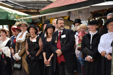 Historischer Markt in Bad Essen - Besucher in schönen Kostümen