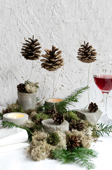 Floating Pine Cones As Christmas Table Decor By PASiNGA