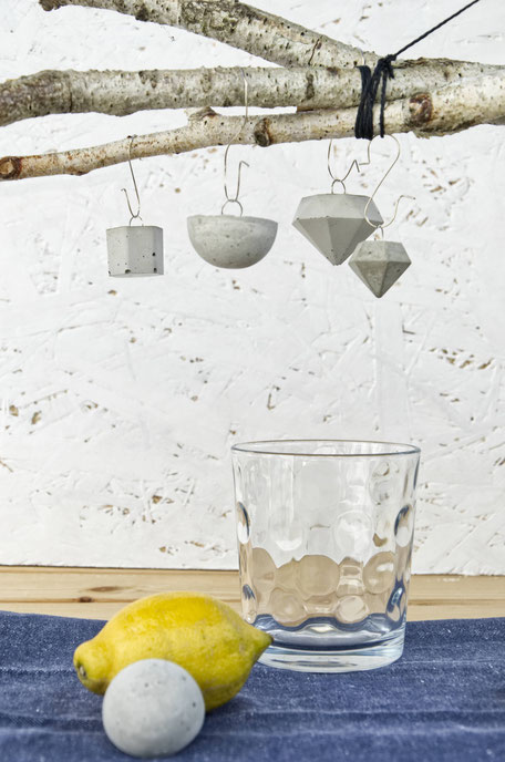 Gift wrapping with PASiNGA geometric concrete ornaments and pendants
