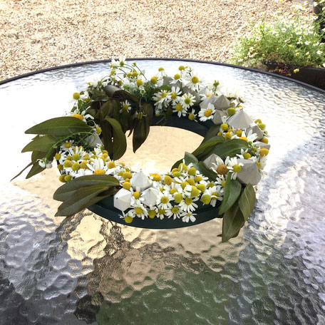 How to make this summer wreath with PASiNGA concrete diamond ornaments and garden flowers