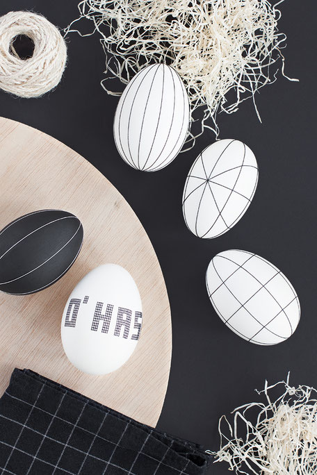 Thread Decorating Easter Egg DIY, via BildSchoenes