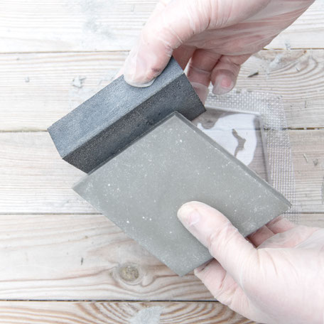 Sanding the DIY hexagon concrete coaster PASiNGA tutorial