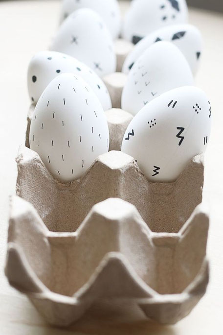 Modern Easter eggs decorated with a sharpie via Pinterest