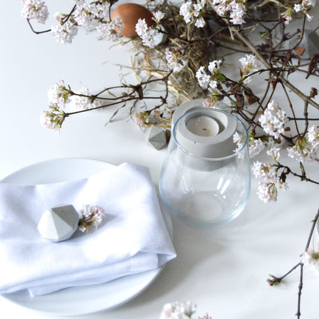 Easter Table Setting With PASiNGA Concrete Diamond Party Favours