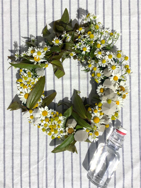 DIY Modern Summer Wreath With PASiNGA Concrete Diamond Ornaments And Garden Flowers