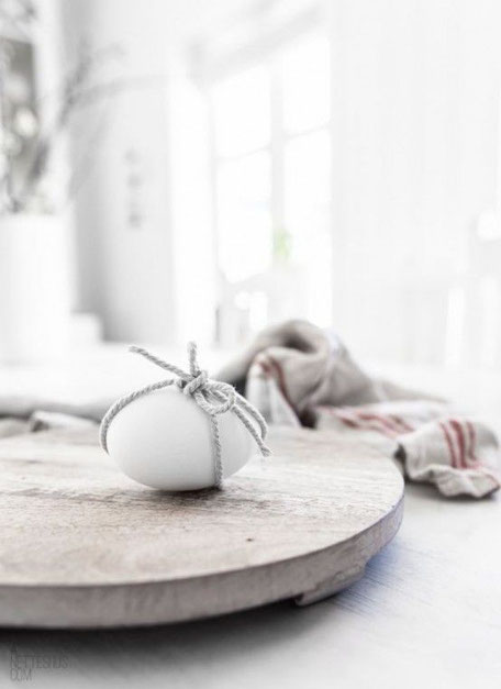 Little bow around the eggs for Easter image via Pinterest