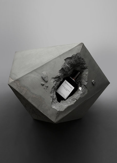 Wylde Magazine, Photography David Newton, Stuling Bettina Vetter, Concrete Sculpture PASiNGA Sep.2016,Page 19