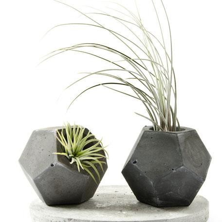 Dodecahedron Dark Concrete Vase by PASiNGA