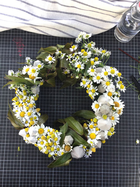 Modern Summer wreath tutorial by PASiNGA