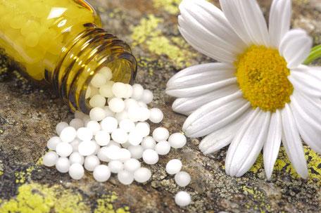 Die notwendigen homöopathischen Mittel besorgen Sie sich in Ihrer Apotheke oder wir nennen Ihnen eine Versandapotheke. Symbolbild.