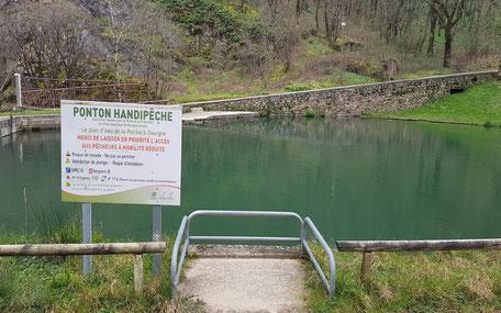Ponton de pêche accessible tourisme et handicap Dourgne, handi-pêche, pêche dans le Tarn