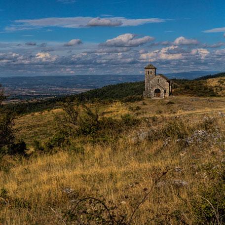 Lionel Aubry, La chapelle de la Capelette de Dourgne sur le Désert de Saint-Ferréol, randonnée