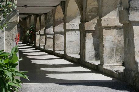 Arcades de Dourgne en Montagne Noire, randonnées, La Capelette, Terres d'Autan, village gourmand, en Calcat, Abbaye Saint Scholastique, que faire à Dourgne