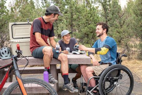Tourisme et handicap à base de loisirs les étangs à Saix, que faire à Puylaurens, que faire à Dourgne, office de tourisme Terres d'Autan-Montagne Noire, handicap moteur, handicap mental, lacs, cours de voile, activités nature