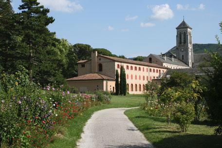 Abbatiale de l'Abbaye d'En Calcat à Dourgne en Montagne Noire, retraite spirituelle, que faire à Puylaurens, que faire à Dourgne