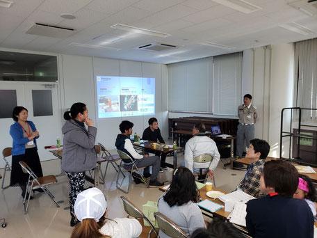 日本人の見学者も協力してくれてます!