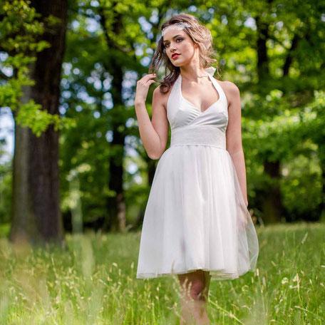 Brautkleid kurz mit Tüllrock