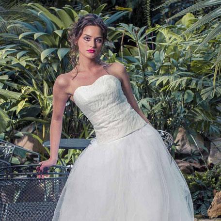 Brautkleid Zweiteiler mit Tüllrock und Spitzencorsage