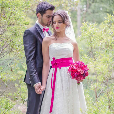 Spitzen Brautkleid aus Seide mit Herzausschnitt und Taillengürtel in pink