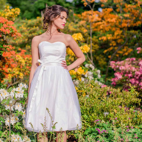 Brautkleid kurz Seide mit Tüllrock