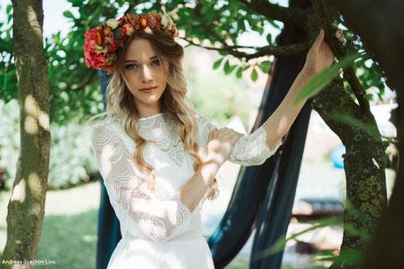 """zweiteilige Brautkleider: romantisches Spitzentop """"Ima"""" aus grafischer Spitze"""
