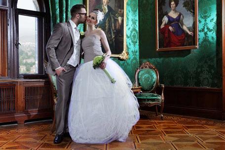 Das moderne Hochzeitskleid für die elegante Hochzeit im Schloß Foto: Anna Reineke