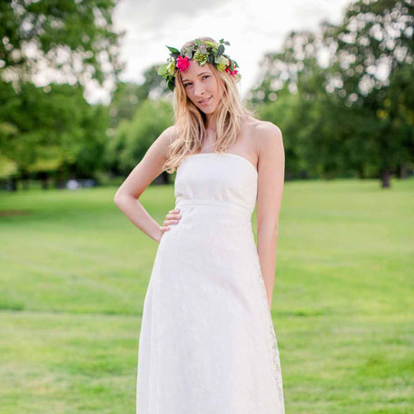 langes Brautkleid aus Bio Baumwolle mit romantischer Rosenspitze
