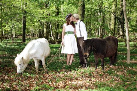 Das Bio Brautkleid für die rustikale Waldhochzeit Foto: Anna Reineke