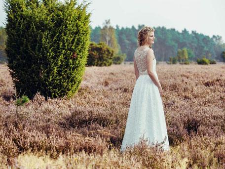 zartes Vintage Brautkleid aus Rosenspitze