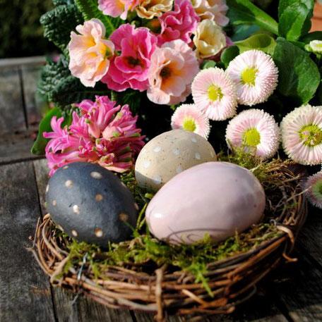 Osternestchen mit Keramikeiern