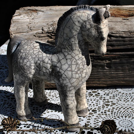 Raku-Keramik Pferd