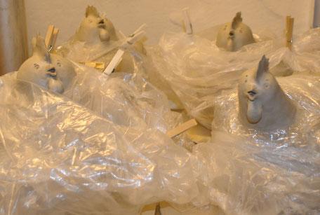 Keramik-Hühner im Online-Shop