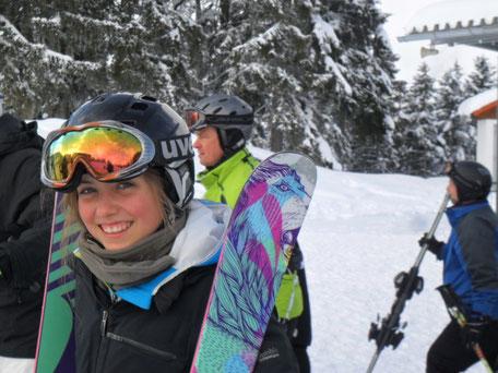 himmel-skifahrer-tiefschnee
