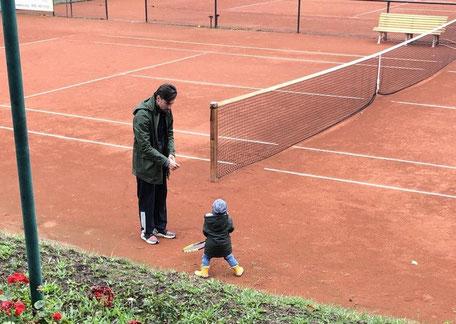Der Pressewart kümmert sich um die jüngste Tennisgeneration :)