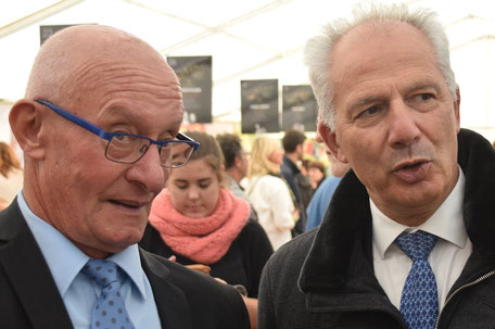 De gauche à droite : Joseph Rollinet, maire de Mont-Saint-Père et Bernard Lauret, maire de Saint-Emilion, ensemble, au Festival Champagne et Vous !