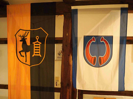 Unsere Wappen. Das Altenröder Wappen (rechts) wurde 2017 vom Heimatverein gestiftet.