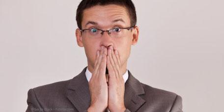 Die Hauptursache für schlechten Atem liegt im Mund. Deshalb helfen gute Mundhygiene und professionelle Zahnreinigung am besten.