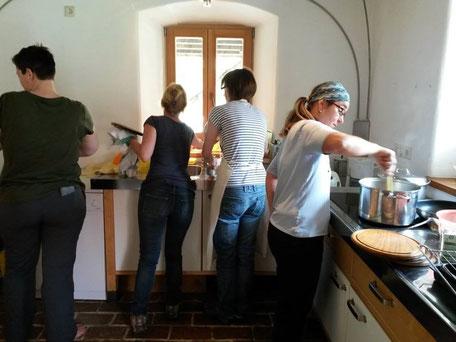 werkstattmurberg.at Kräuterkochkurs die Verarbeitung Bild 6 gewaschen und gerührt