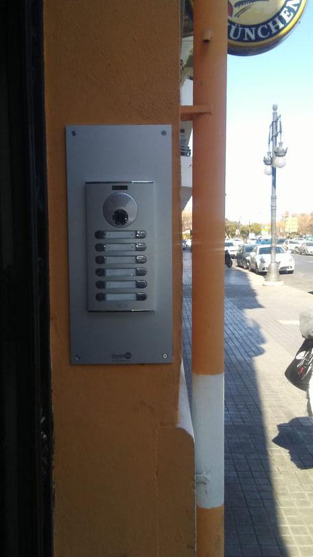 Placa videoportero City una vez instalada