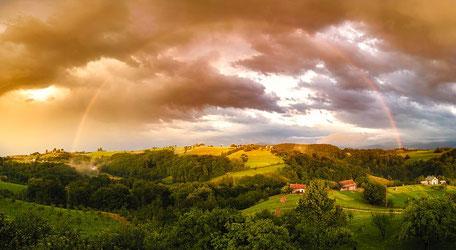 Arc-en-ciel sur la campagne environnante