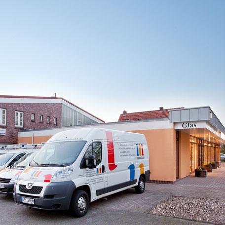 Malerfachbetrieb Möhlmann, Fahrzeuge und Geschäft in Augustfehn